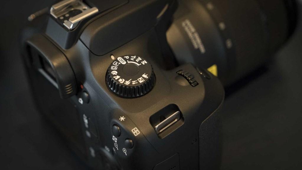 Canon EOS 4000D, диск управления режимами