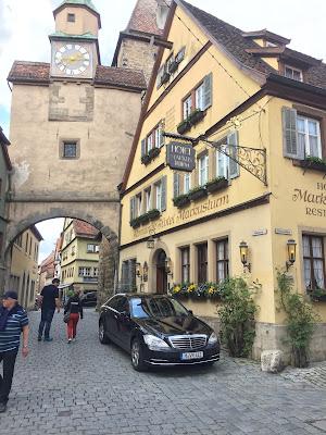 Limousine S Klasse vor Hotel Markusturm in Rothenburg Tauber