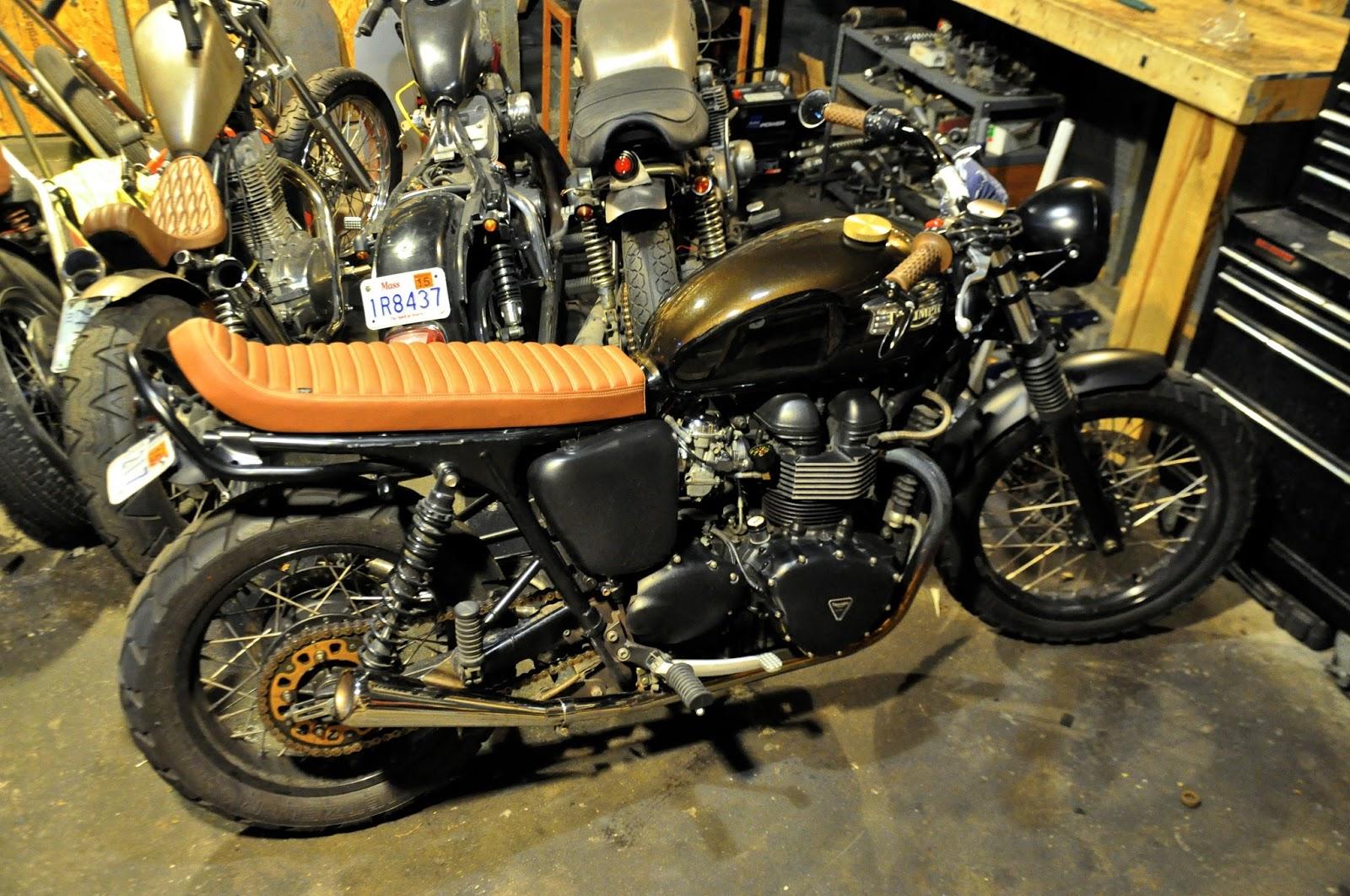 Triumph bonneville single seats