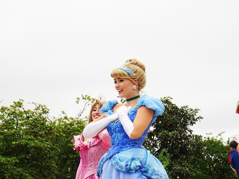 Cendrillon danse à la parade des princesses