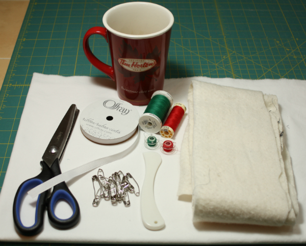 Tutorial for making ornaments featuring free motion quilting | DevotedQuilter.blogspot.com