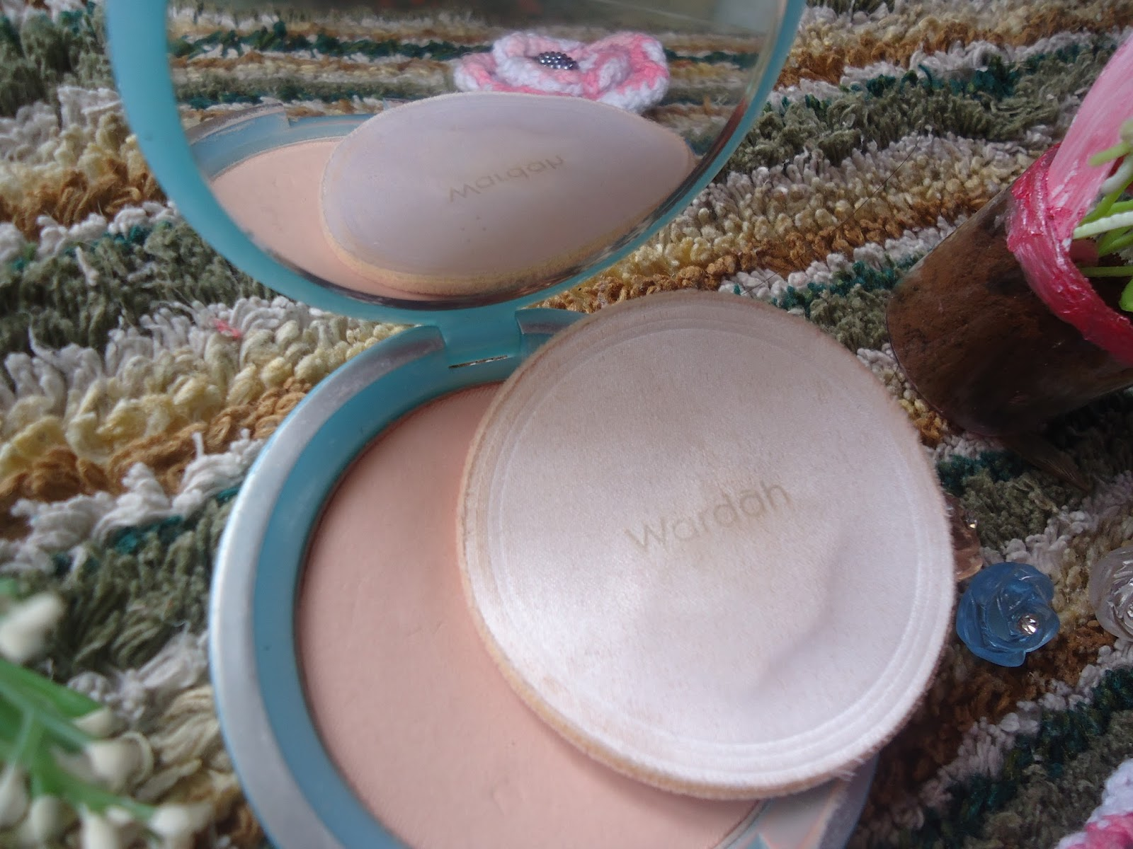 uli mayang: Review, Wardah compact powder 01 Light Beige