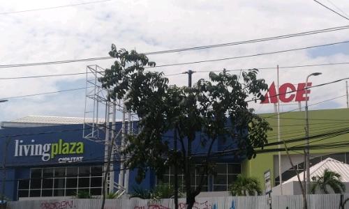 living plaza ciputat