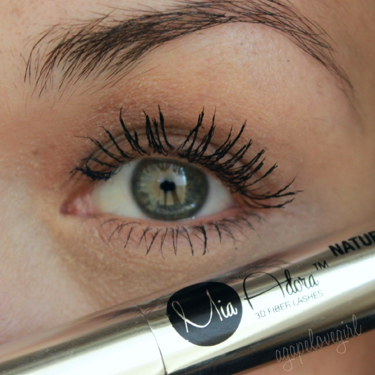 9ff390f3fa0 As for me, I prefer my lashes to look long, separated and more defined. To  get that with this particular mascara, it does take some practice and  getting ...