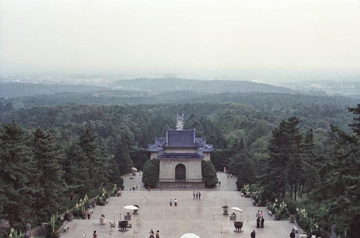 Nankin, Colline de Pourpre et d'Or, Mausolée de Sun Yat sen, © L. Gigout, 1990