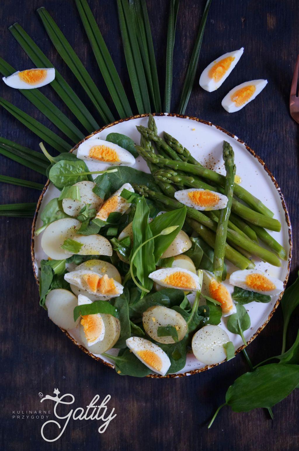 zielone-szparagi -w salatce