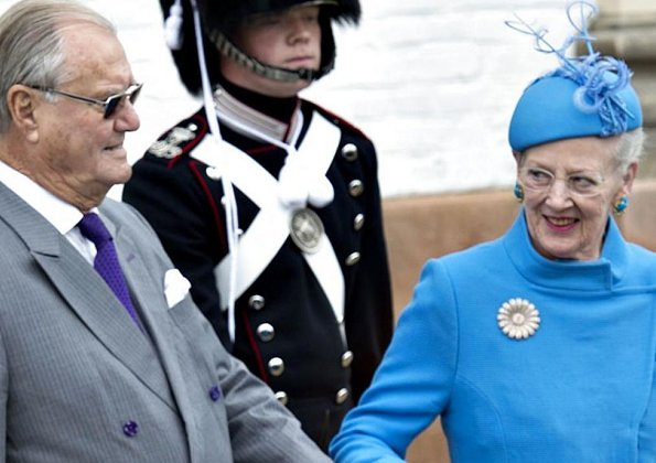 Danish Prince Henrik announced yesterday that he will not as planned accept to be buried with his wife Queen Margrethe
