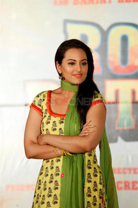 Rowdy rathore side actress name - Nike air trainer 1 infrared