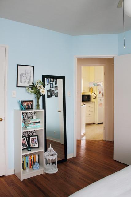 Casa decorada em turquesa e preto para um casal. Blog Achados de Decoração