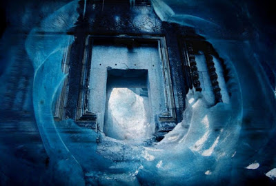 Artists-impression-of-a-doorway-in-to-a-secret-underground-civilization-in-Antarctica