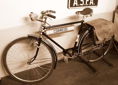 Antigua bicicleta de Correos. Museo del Ferrocarril