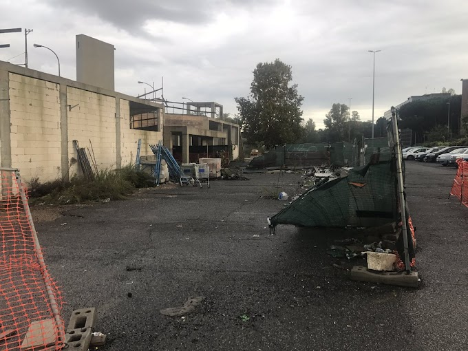 Le stazioni fantasma della Roma-Lido si stanno decomponendo