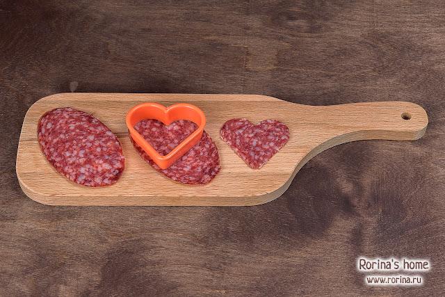 Сердечки из копченой колбасы
