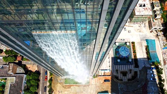 Cachoeira artificial mais alta do mundo construída em edifício e gera polêmica - Img 1