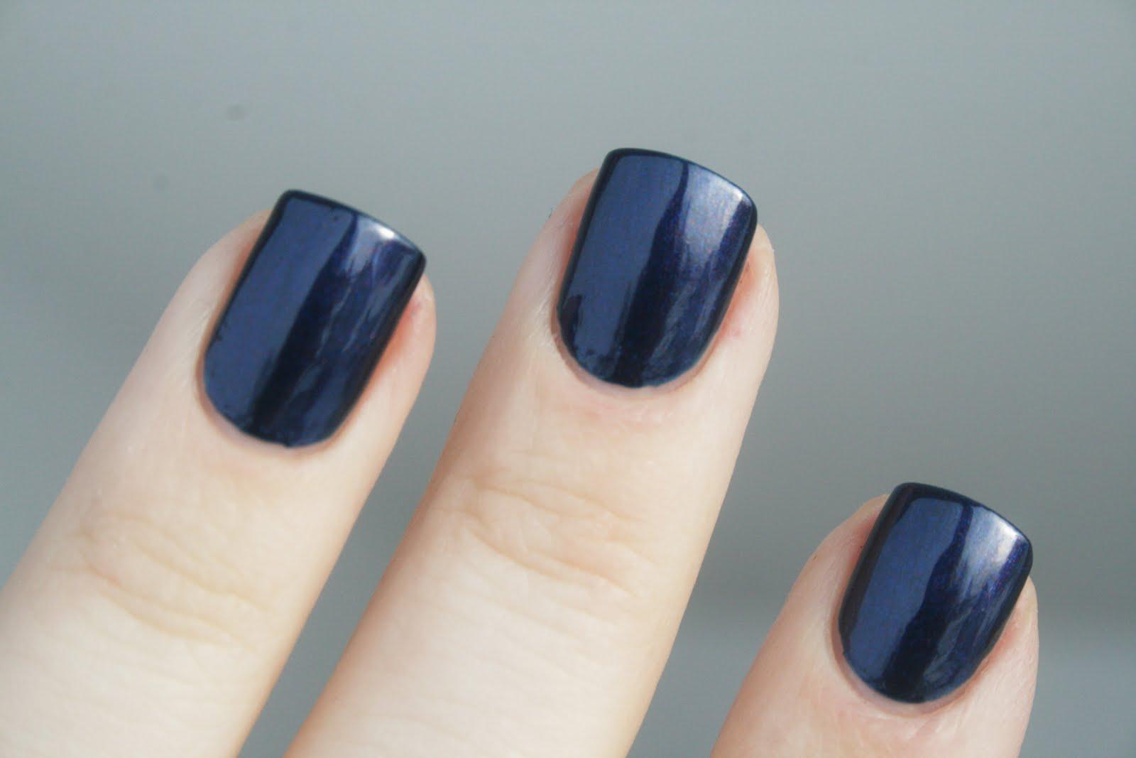 Nails by Catharina: I love dark, short nails