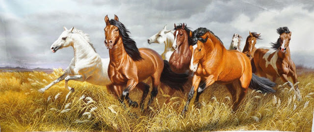 tranh ngựa tặng tân gia