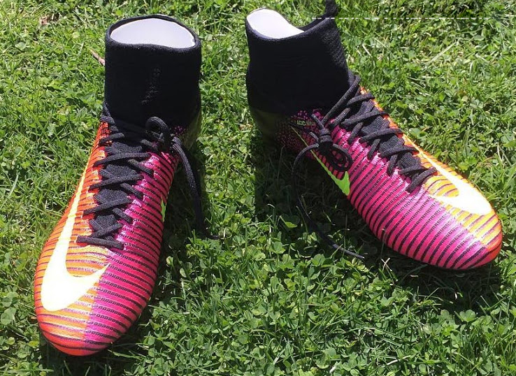 low priced d7de5 e6595 Billiga Fotbollsskor 2016 Nike Mercurial Superfly V Total Crimson Volt Svart  Pink Blast