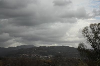 Cloudy hills in Elis%252C Greece 2 - Καιρός 15-16 Ιανουαρίου: Λίγες βροχές και χιόνια.