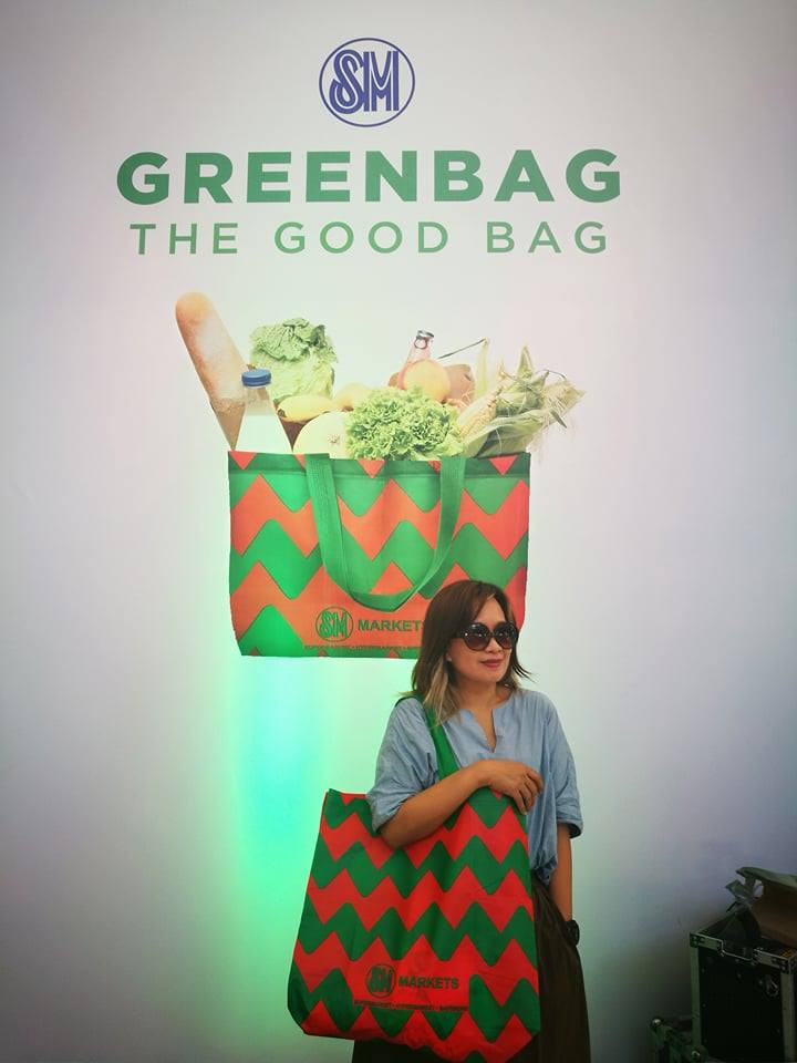 meet f9c5b 9a2fd Im just glad that SM Markets offers bigger and stylish SM Greenbag this time  of the year.