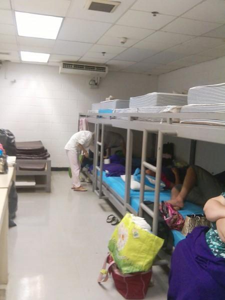 комната задержание в аэропорту Бангкока
