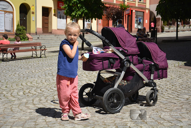 Bliźniaki w podróży - Największe atrakcje turystyczne Kotliny Kłodzkiej i Nowej Rudy - historyczny rynek i pomnik Jana Chrzciciela w Nowej Rudzie