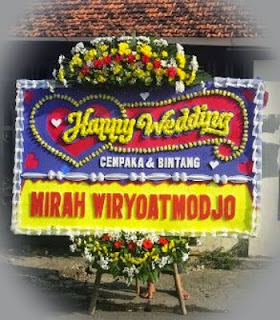Bunga Papan Happy Wedding di Batutulis