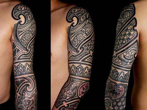 Este floral pseudo tatuagem tribal