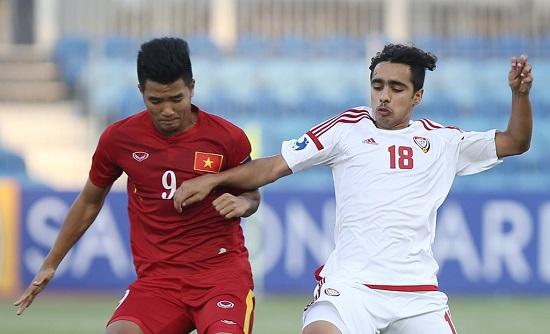Đức Chinh thi đấu hết mình trên sân