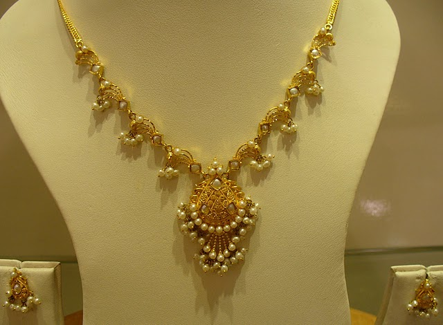 Gold and Diamond jewellery designs: Beautiful Indian Gold ...