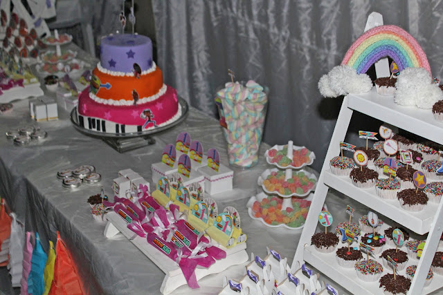 aniversario 1 aninho, aniversário Mini Beat Power Rockers, ideia aniversário menina, bolo de pasta americana, festa na caixa, aniversário menina, Minhas 24 Horas, ideia personalizados,
