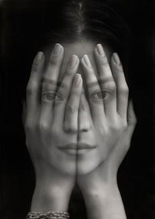 María frente al espejo, de Pastor Aguiar, Ancile