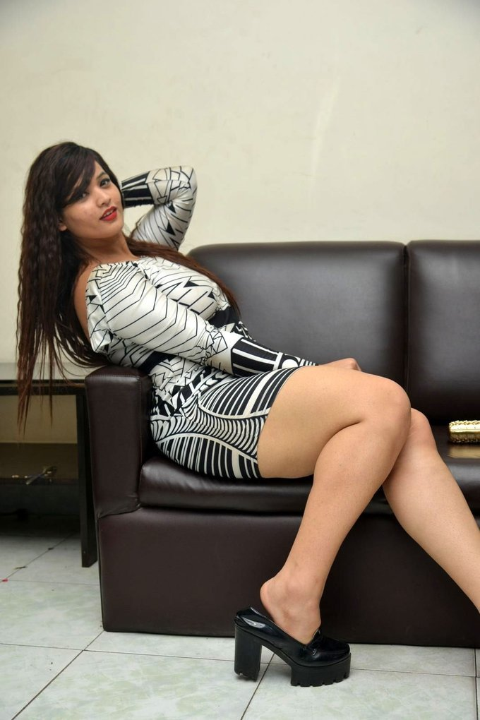 Himani Galm Show Thigh During Idem Deyyam Press Meet