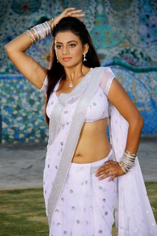 Bollywood actress juhi sexy navel show photos heroines for Hot images blog
