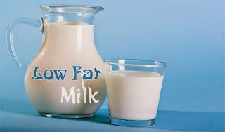 susu rendah lemak untuk Menurunkan Asam Urat Dengan Cepat dan Alami