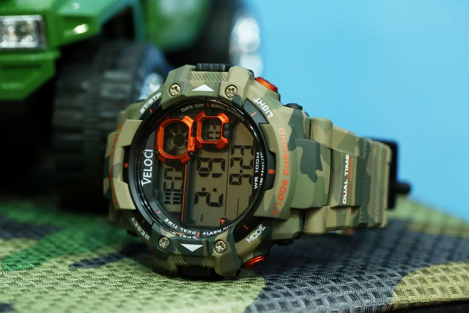 1354d4b0da26d7 For the more adventurous ones, the Camo Active bears the features of the  Pulse with a different look. This watch has a stainless steel top ring,  inner ring, ...