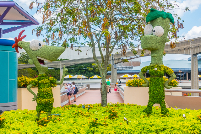 Epcot International Flower and Garden Festival 2017 - beautiful flowers and amazing food! You MUST make a trip to Walt Disney World to check out the festival! SO fun!
