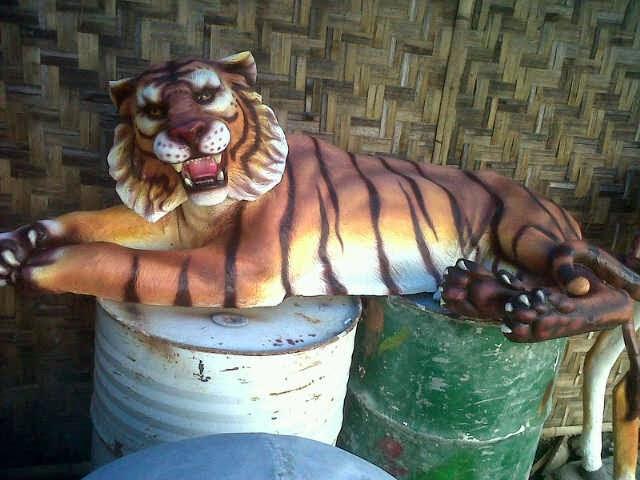 patung macan harimau sumatra