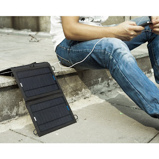 Using portable solar charger for cell phone