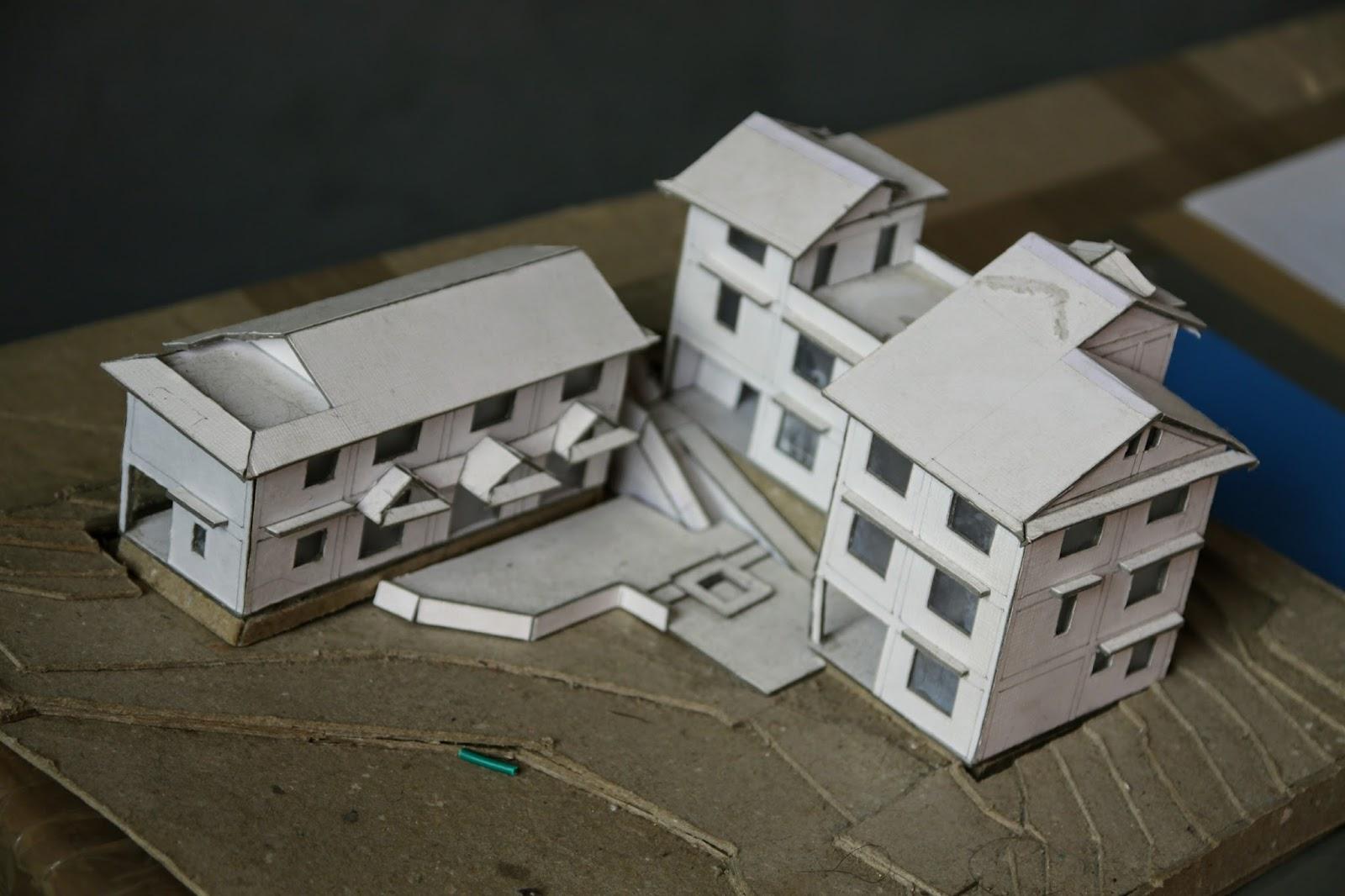 2/3 Der 350.000u20ac ( Für Grund, Haus Und Mobiliar) Sind Schon Vorhanden Und  Verbaut. Ein Kleines Pappmodell