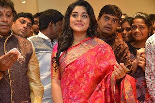 Niveda Thomas looks Super duper cute in Silk Saree at Kalamandir 25th Store Launch WOW