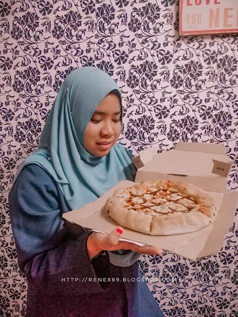 Order Online di Domino's Pizza #ItsAllAboutYou.