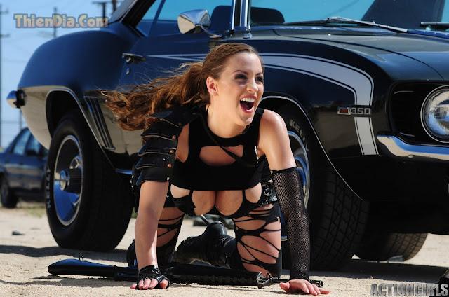 Hot girls Jordan Carver sexy topic Girl and Gun 3