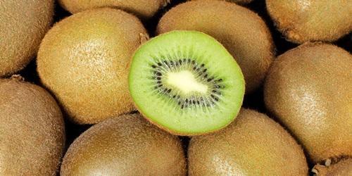 Vitamin C buah kiwi berguna untuk penambah sel darah