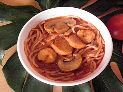 Pasta w/Spicy Tomato Sauce Recipe @ treatntrick.blogspot.com