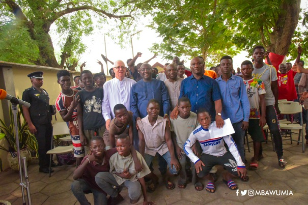 VP Bawumia Shows Love To Street Kids On Val's Day