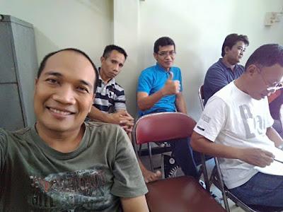 Berfoto bersama pengurus ORARI Lokal Tasikmalaya dalam rangka rapat persiapan dukom Mudik Lebaran 2017.
