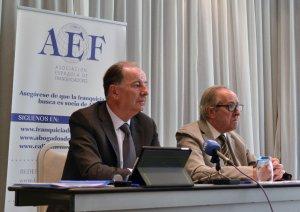 Eduardo Abadía y Xavier Vallhonrat, de la AEF. EFE/José Carlos Pedrouzo