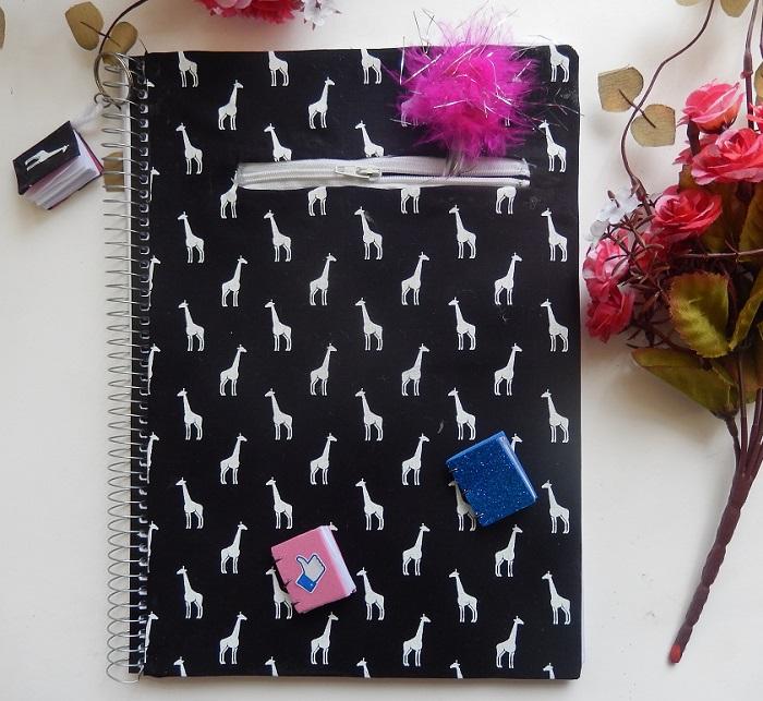 caderno com zíper
