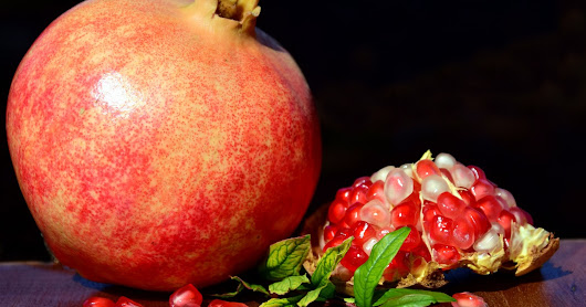 Should you Eat Pomegranate Seeds?