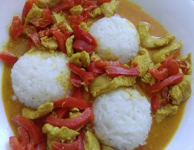 Curry z indyka i papryki z ryżem